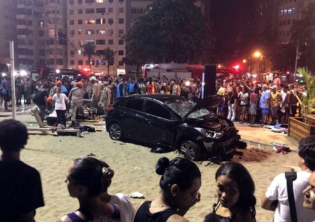 El vehículo que atropelló a una multitud en la playa de Copacabana