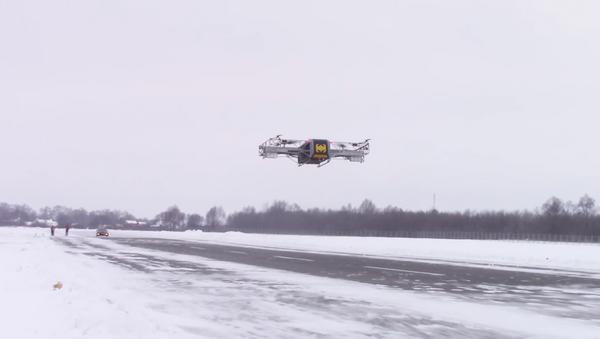 El dron pesado ruso SKYF durante el vuelo de demostración - Sputnik Mundo