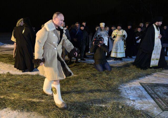 El baño de Epifanía: los rusos siguen el ejemplo de Putin
