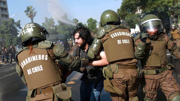 Protestas en Chile durante la visita de Papa Francisco - Sputnik Mundo