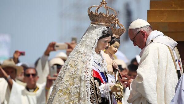 El papa Francisco celebra una misa en Perú. - Sputnik Mundo