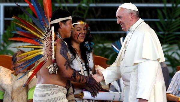 Papa Francisco durante su reunion con representantes indígenas en Puerto Maldonado - Sputnik Mundo