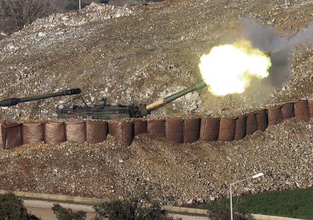 Artillería turca ataca posiciones kurdas en la región siria de Afrín (archivo)