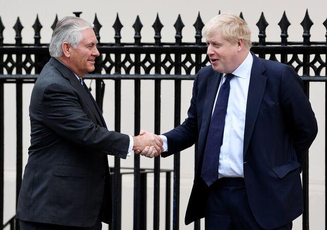 El secretario del Estado de EEUU, Rex Tillerson, y el ministro de Exteriores de Reino Unido, Boris Johnson