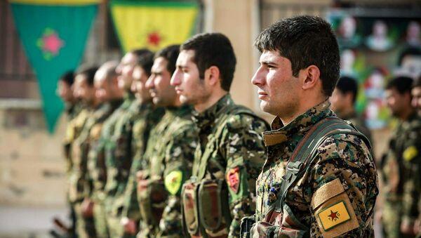 Los combatientes de las Unidades kurdas de Protección Popular (YPG) (archivo) - Sputnik Mundo