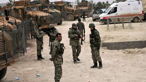 Militares turcos cerca de Afrín, Siria - Sputnik Mundo