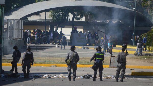 Enfrentamientos durante protesta opositora en Caracas, Venezuela - Sputnik Mundo