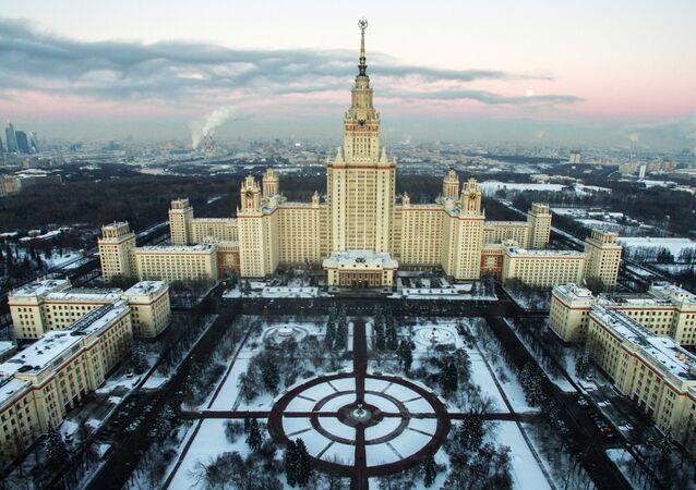 El edificio principal de la Universidad Estatal de Moscú