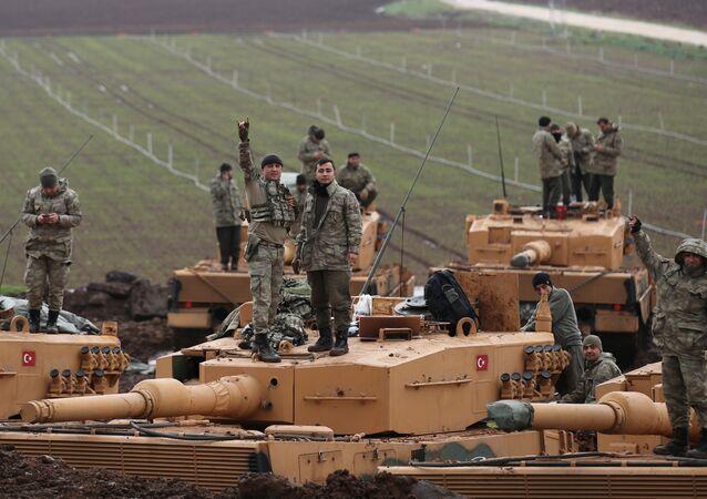 Soldados turcos en la frontera entre Turquía y Siria