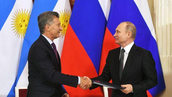 El presidente argentino, Mauricio Macri, y el presidente ruso, Vladímir Putin - Sputnik Mundo