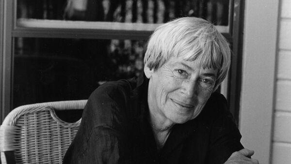 Ursula K. Le Guin, escritora norteamericana (archivo) - Sputnik Mundo