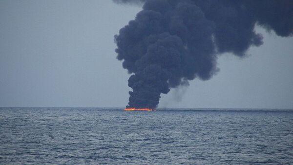 Incendio a bordo del petrolero iraní Sanchi, hundido cerca de Shanghái - Sputnik Mundo