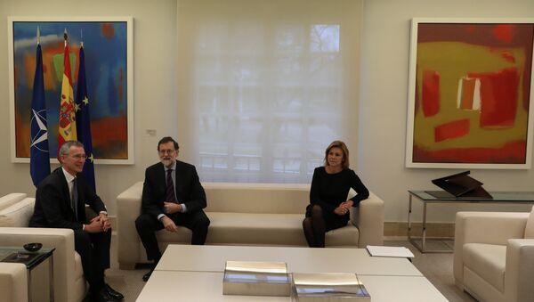 El  secretario general de la OTAN, Jens Stoltenberg, el presidente del Gobierno español, Mariano Rajoy y la ministra de Defensa de España, Maria Dolores de Cospedal - Sputnik Mundo