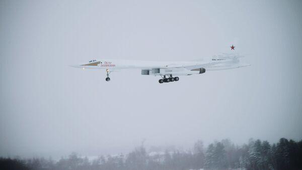 El nuevo bombardero estratégico Tu-160 'Piotr Deinekin' - Sputnik Mundo