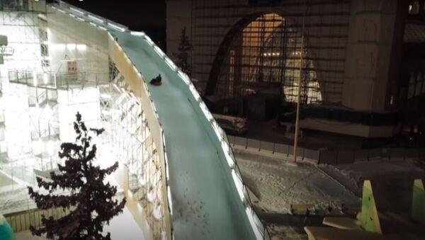 El tobogán más grande de Moscú - Sputnik Mundo