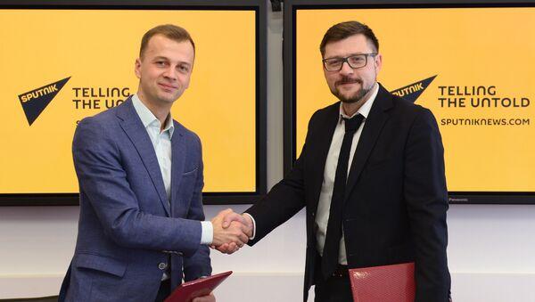 Jefe de Comunicaciones y Relaciones Públicas de la fundación Dirección de los II Juegos Europeos de 2019, Alexéi Bogdánovich, y redactor jefe adjunto de Rossiya Segodnya, Serguéi Kochetkov - Sputnik Mundo