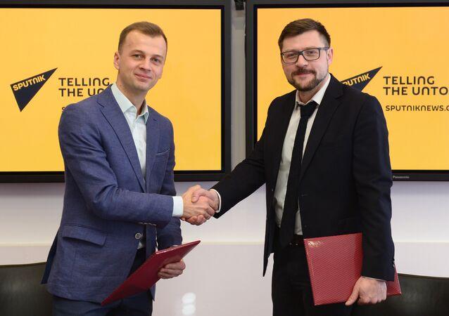 Jefe de Comunicaciones y Relaciones Públicas de la fundación Dirección de los II Juegos Europeos de 2019, Alexéi Bogdánovich, y redactor jefe adjunto de Rossiya Segodnya, Serguéi Kochetkov