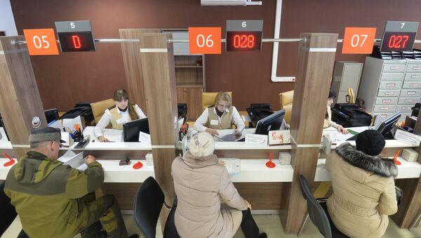 Un centro multifuncional de servicios estatales, donde se suele resolver una multitud de las cuestiones cotidianas de los ciudadanos rusos (imagen referencial) - Sputnik Mundo