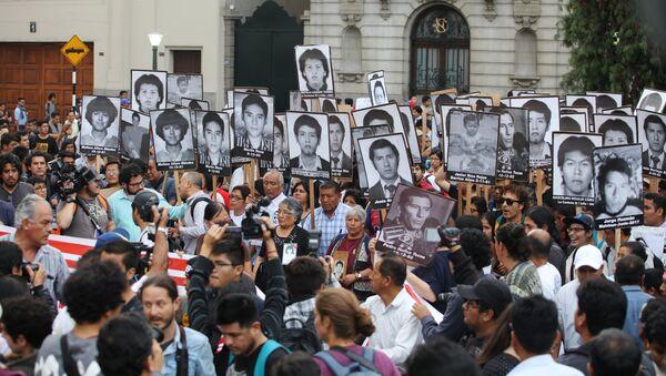 Una movilización contra indulto al expresidente peruano Fujimori - Sputnik Mundo
