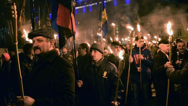 Nacionalistas ucranianos durante una manifestación (archivo) - Sputnik Mundo