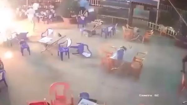 Una pelea en un café vietnamita se sale de control - Sputnik Mundo