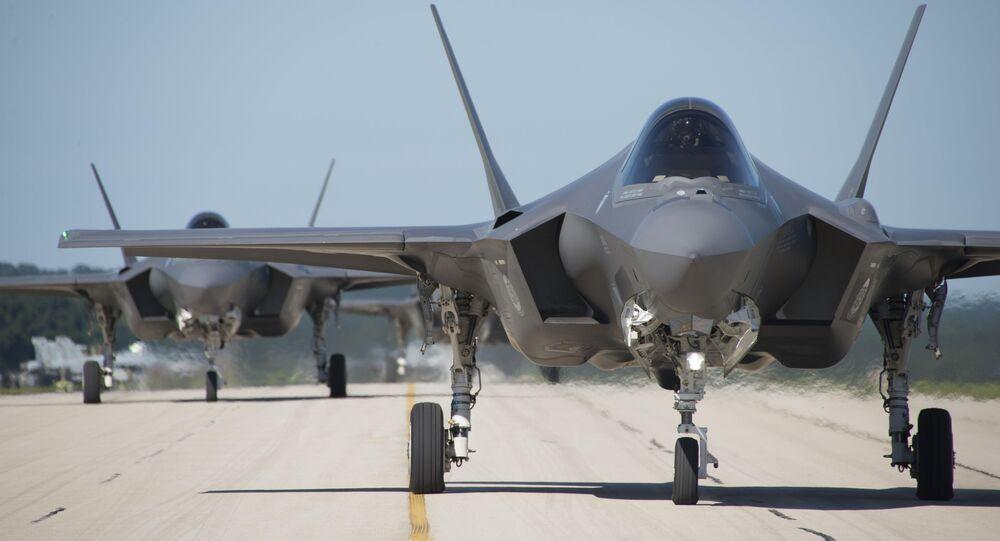 Los F-35 estadounidenses en una pista de despegue (imagen referencial)