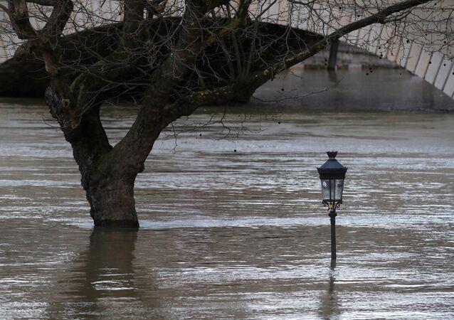 Fuertes lluvias inundan París