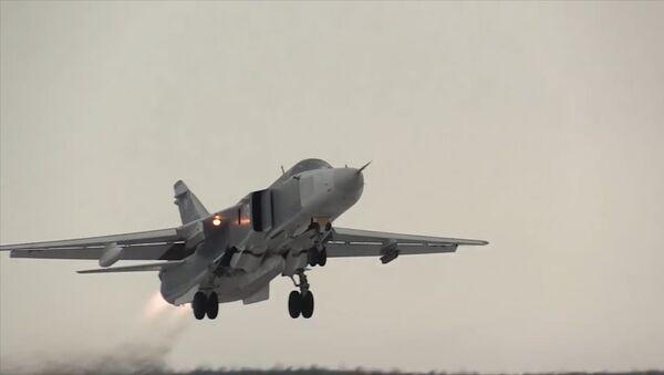 Los cazas MiG-31 y los bombarderos Su-24 en pleno vuelo ártico - Sputnik Mundo