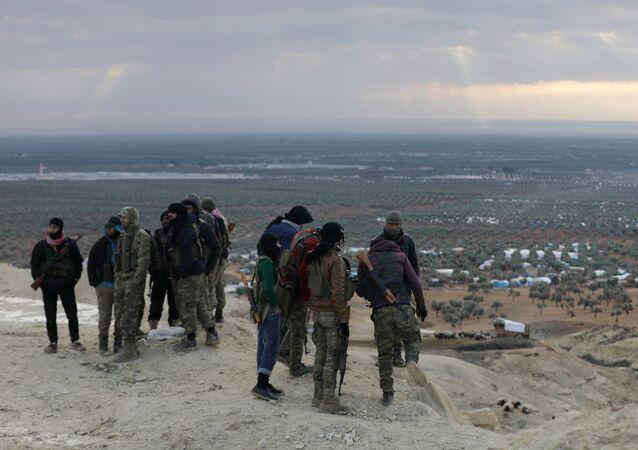 Soldados del Ejército Libre Sirio en la montaña de Barsaya en el noreste de Afrín (imagen referencial)