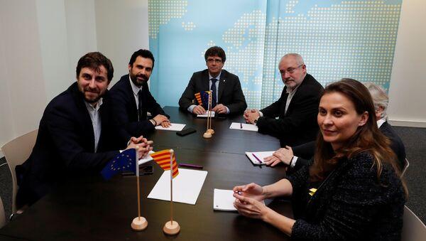Los diputados catalanes huidos junto al expresidente de Cataluña, Carles Puigdemont - Sputnik Mundo