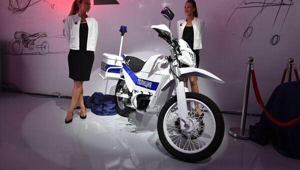 Una moto eléctrica policial de Kalashnkov, un ejemplo directo de la politica de diversificacion en el sector armamentistico - Sputnik Mundo