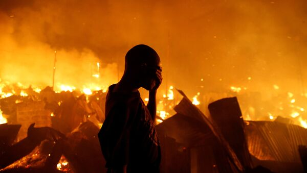 Un incendio deja sin hogar a 6.000 en un suburbio de Nairobi - Sputnik Mundo