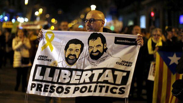 Los catalanes exigen la libertad de presos políticos Jordi Sánchez y Jordi Cuixart - Sputnik Mundo
