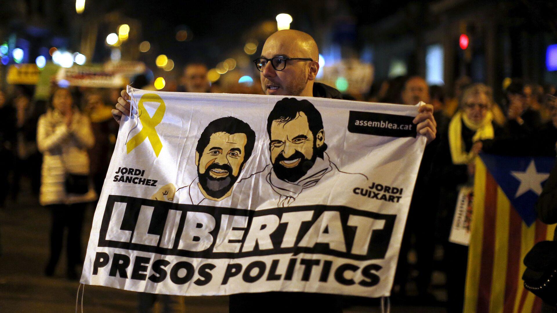 Los catalanes exigen la libertad de presos políticos Jordi Sánchez y Jordi Cuixart - Sputnik Mundo, 1920, 09.06.2021