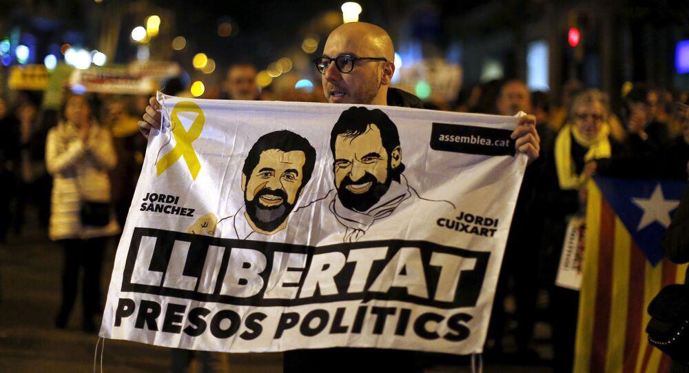 Los catalanes exigen la libertad de presos políticos Jordi Sánchez y Jordi Cuixart