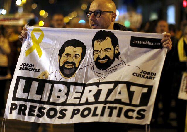 Catalanes exigen la libertad de presos políticos Jordi Sánchez y Jordi Cuixart