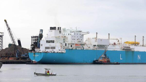 El primer buque con gas natural licuado procedente de Rusia atraca en EEUU - Sputnik Mundo