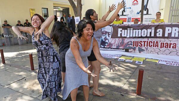 Una marcha en Perú contra el indulto al expresidente Fujimori (archivo) - Sputnik Mundo