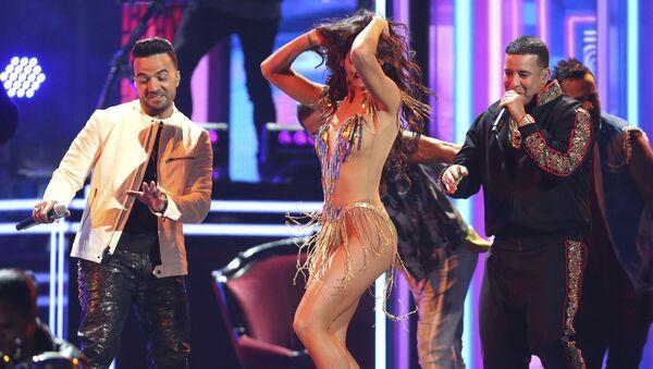 Luis Fonsi y Daddy Yankee presentan Despacito en la Gala de los premios Grammy 2018 - Sputnik Mundo