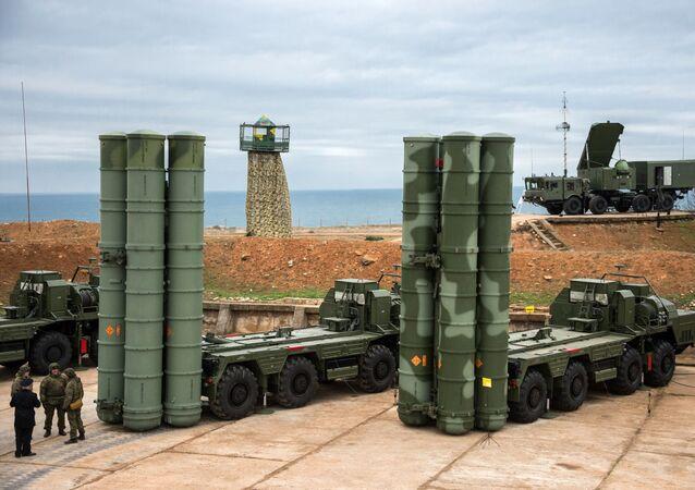 Sistemas de defensa antiaérea S-400 (archivo)