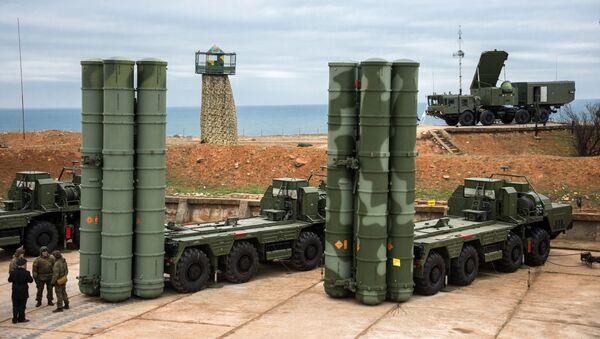 Sistemas de defensa antiaérea S-400 (archivo) - Sputnik Mundo