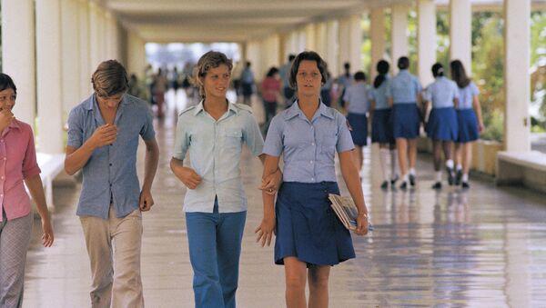 Alumnos de la escuela Lenin en Cuba - Sputnik Mundo