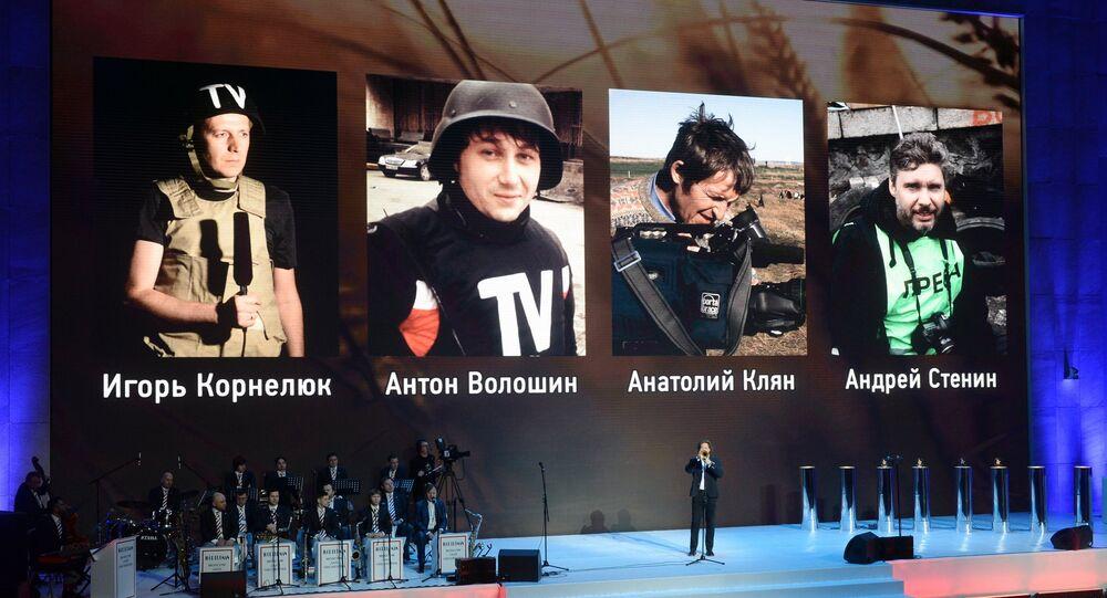 Retratos de los cuatro periodistas rusos que perdieron la vida mientras realizaban su trabajo en Ucrania