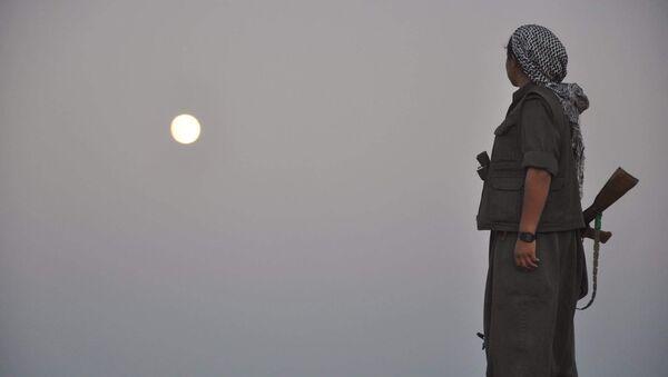 Una guerrillera del PKK (imagen referencial) - Sputnik Mundo