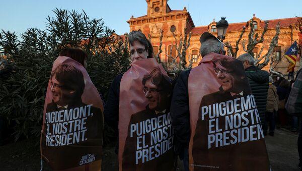 Manifestación para exigir la investidura del líder soberanista catalán, Carles Puigdemont - Sputnik Mundo
