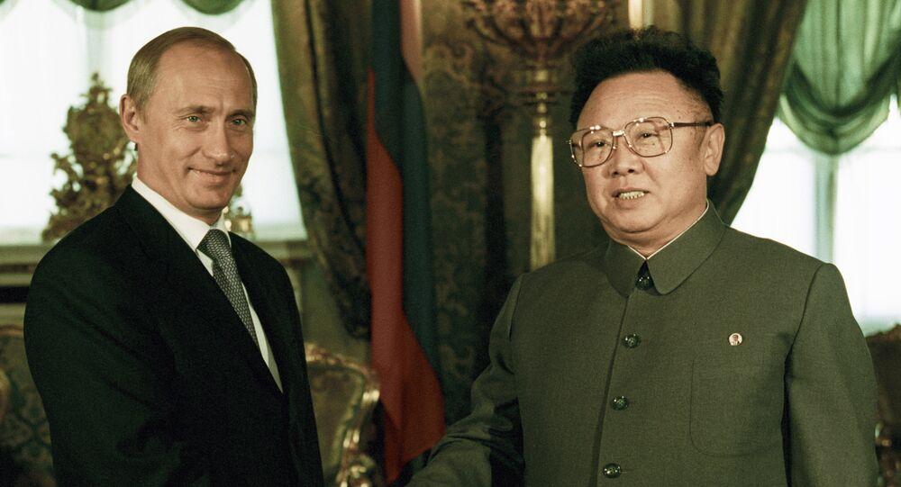 El presidente ruso, Vladímir Putin, y el entonces líder norcoreano, Kim Jong-il, durante su reunión en Moscú, 2001