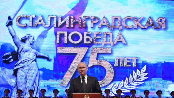 Vladímir Putin, el presidente de Rusia pronuncia un discurso en la Filarmónica de Volgogradoomo parte de la ceremonia de conmemoración del 75 aniversario de la victoria soviética en Stalingrado - Sputnik Mundo