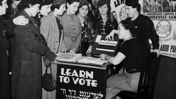 Mujeres se enseñan a votar en EEUU en 1935 - Sputnik Mundo