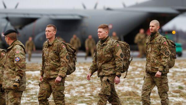 Fuerzas de la OTAN llegan a Estonia - Sputnik Mundo