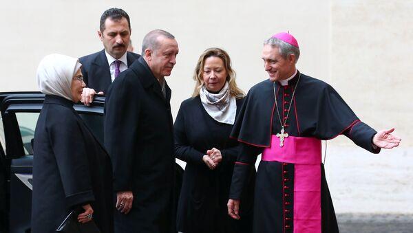 Recep Tayyip Erdogan, presidente de Turquía, llega al Vaticano - Sputnik Mundo